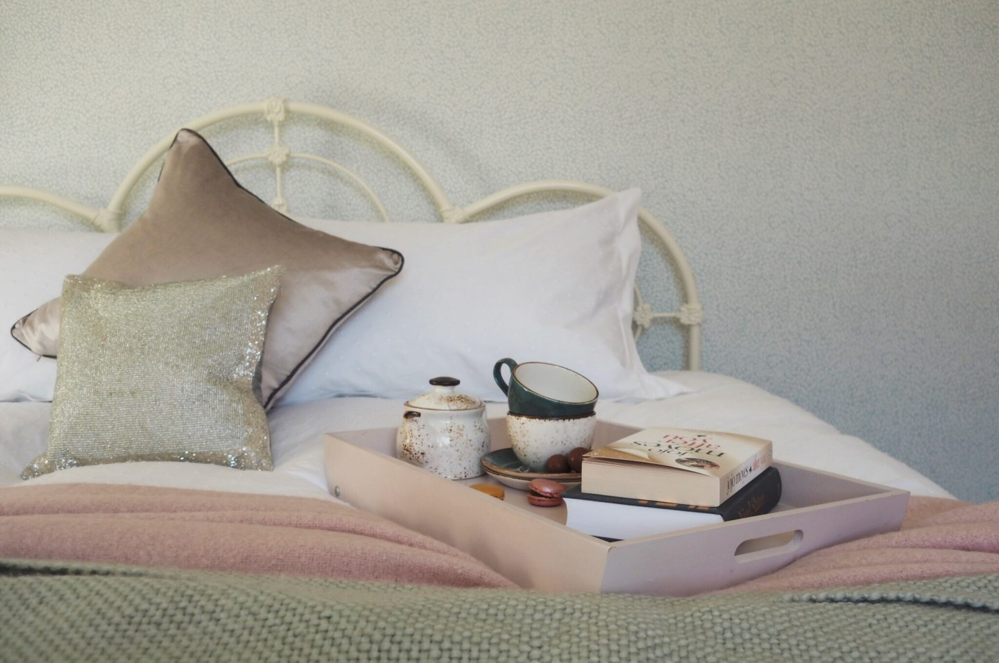 pink bedroom, sparkly cushion